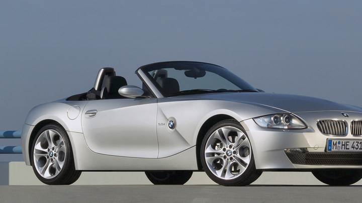 Side Front Pose Of 2005 BMW Z4 Roadster In Silver