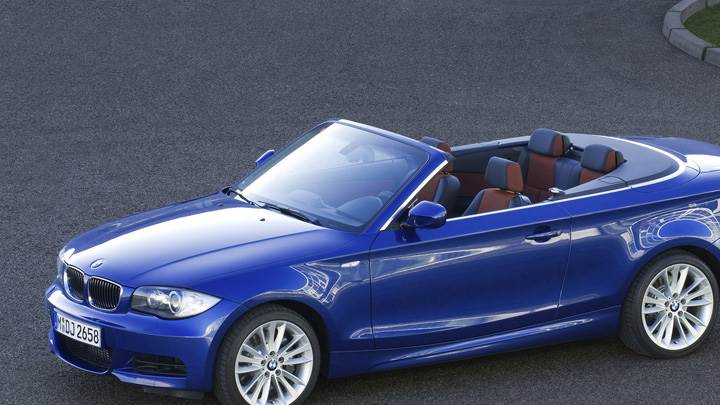Side Front Pose Of 2007 BMW 1 Series E82 135i Convertible In Blue