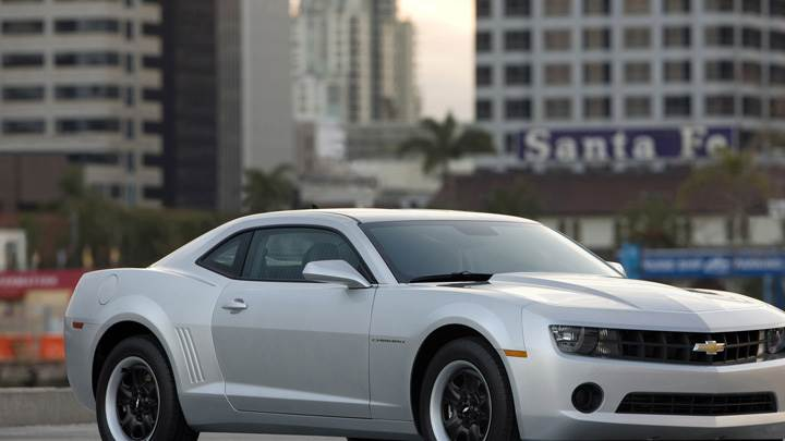 Side Front Pose Of 2011 Chevrolet Camaro in Silver