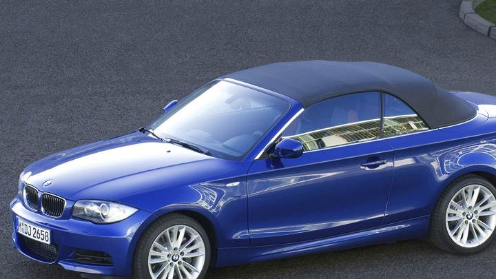 Side Pose Of 2007 BMW 1 Series E82 135i Convertible In Blue