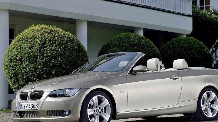 Side Pose Of 2007 BMW 3 Series Convertible In Silver