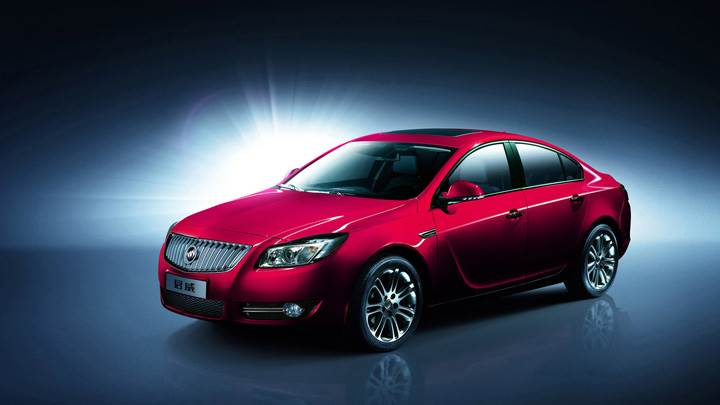 Side Pose Of 2008 Buick Regal 2.0 Turbo In Red