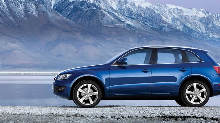 Side Pose Of 2009 Audi Q5 In Blue Near Mountains