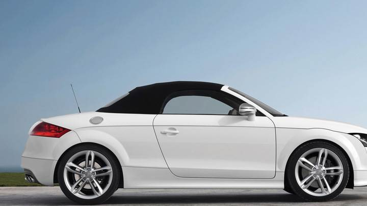 Side Pose Of 2009 Audi TTS In White