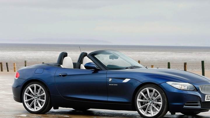 Side Pose Of 2009 BMW Z4 In Blue
