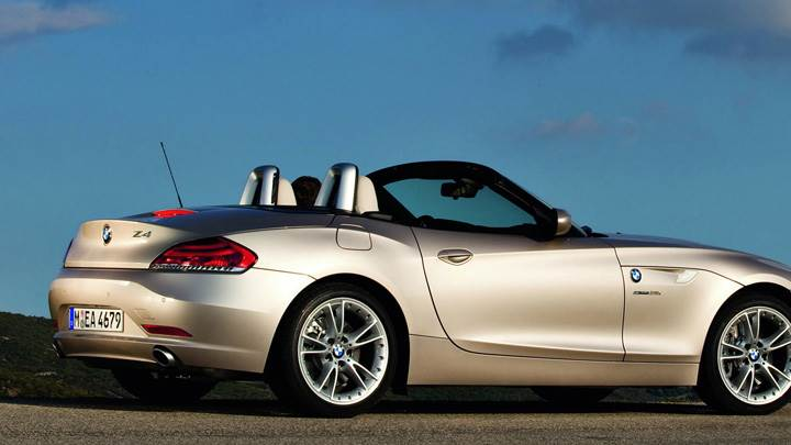 Side Pose Of 2009 BMW Z4 In Golden