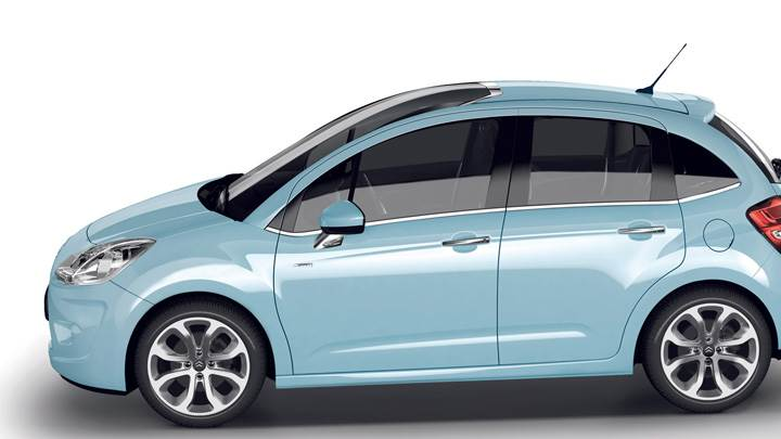 Side Pose Of 2009 Citroen C3 In Blue N White Background