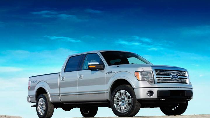Side Pose Of 2009 Ford F-150 Platinum In Metalic Silver