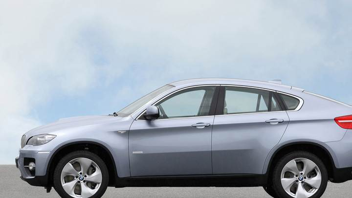 Side Pose Of 2010 BMW ActiveHybrid X6 In Silver