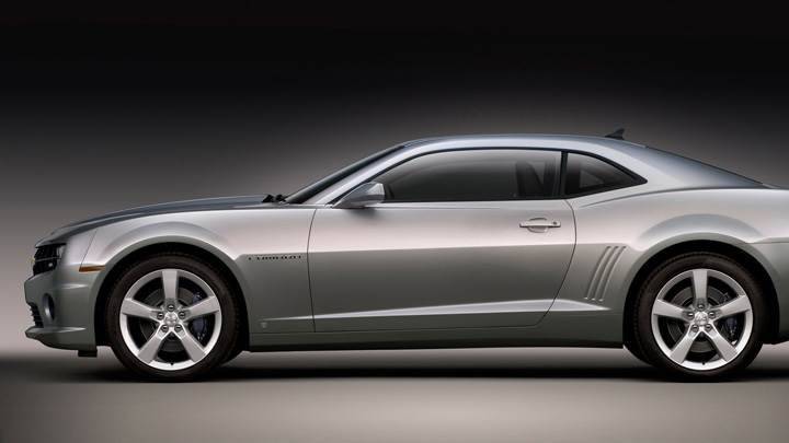 Side Pose Of 2010 Chevy Camaro SS In Grey