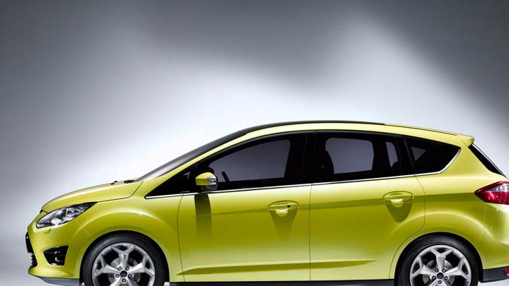 Side Pose Of 2010 Ford C-Max In Green