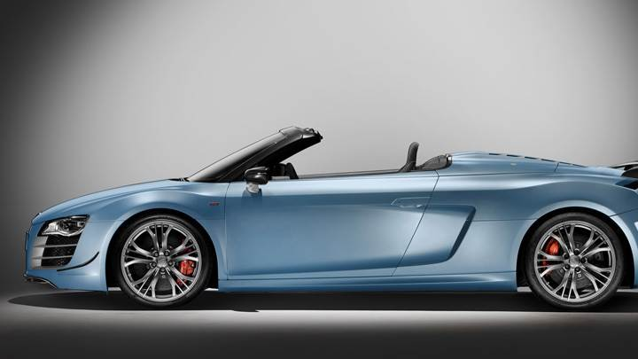 Side Pose Of 2011 Audi R8 GT Spyder in Blue