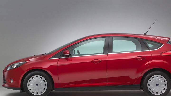 Side Pose Of 2011 Ford Focus ECOnetic In Red