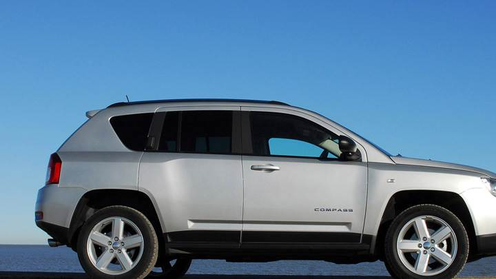 Side Pose Of 2011 Jeep Compass UK in Silver