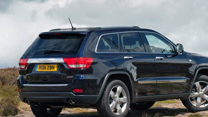 Side Pose Of 2011 Jeep Grand Cherokee In Black