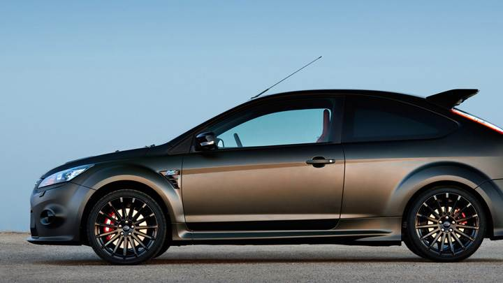 Side Pose Of Ford Focus RS500 In Black