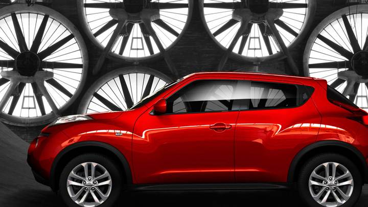 Side Pose Of Nissan Juke 2011 In Red