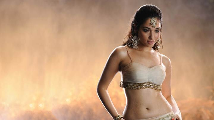 Tamanna Bhatia In White Dress N Wet Body In Badrinath Movie