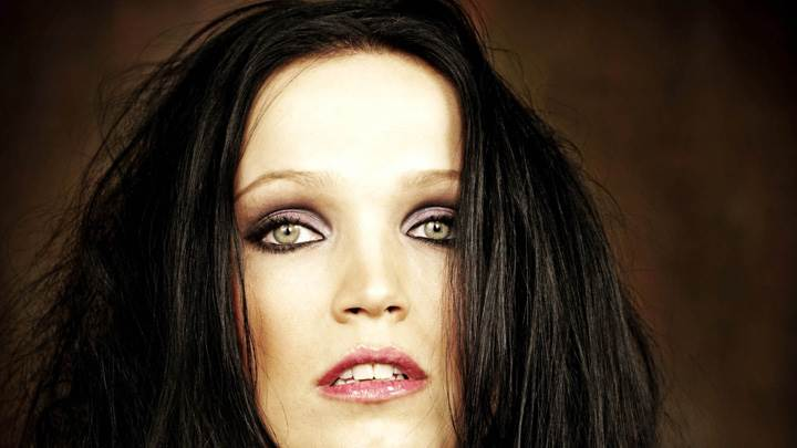 Tarja Turunen Looking Front Red Lips N Brown Eyes Face Closeup