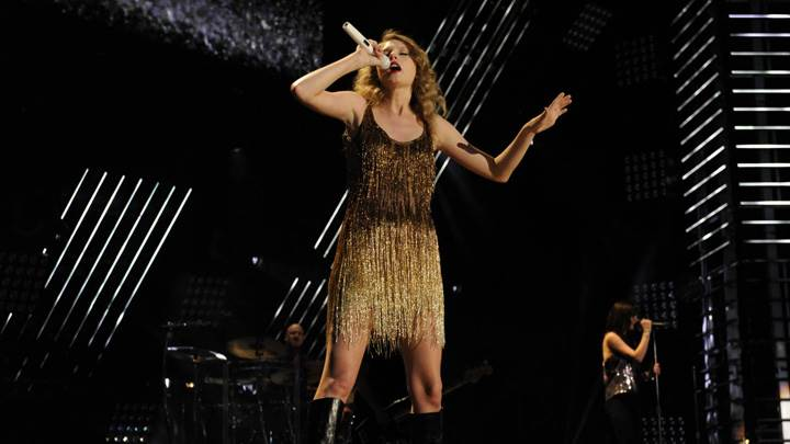 Taylor Swift Singing On Stage N Mic In Hand In Golden Dress Photoshoot