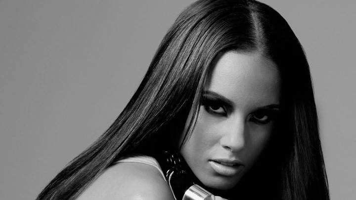 Alicia Keys Black And White Looking Front Face Coseup