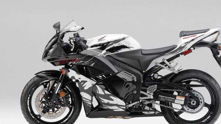 Honda CBR 600RR Side Pose In Black