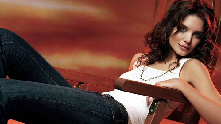 Katie Holmes Sitting On Wooden Chair In White Top N Blue Jeans