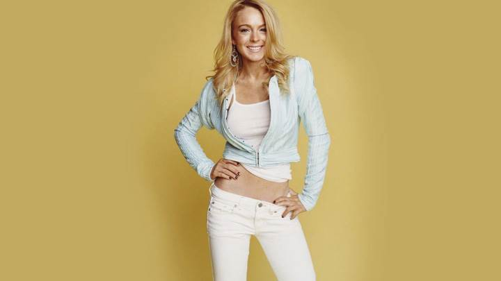 Lindsay Lohan In White Top N Jeans Modeling Pose