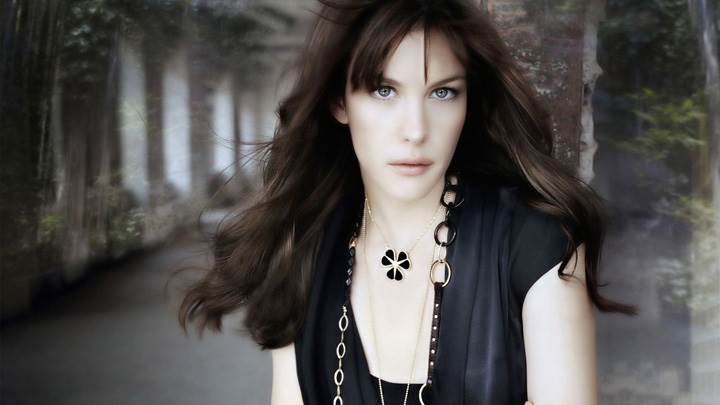 Liv Tyler Looking Front In Black Dress Photoshoot