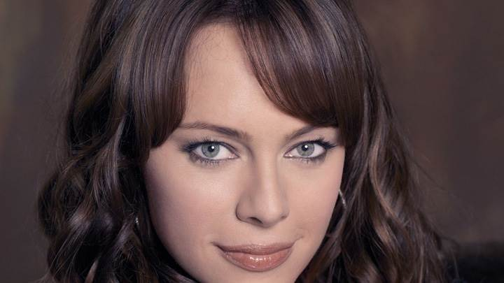 Melinda Clarke Cute Eyes N Brown Lips Sweet Face Closeup