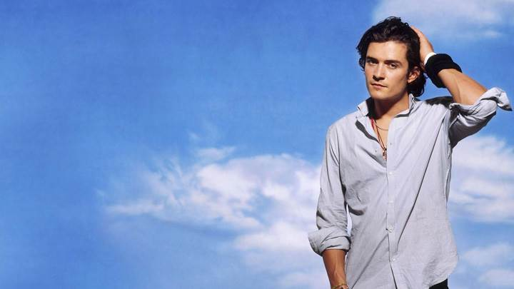 Orlando Bloom In Grey Shirt Looking At Camera Photoshoot