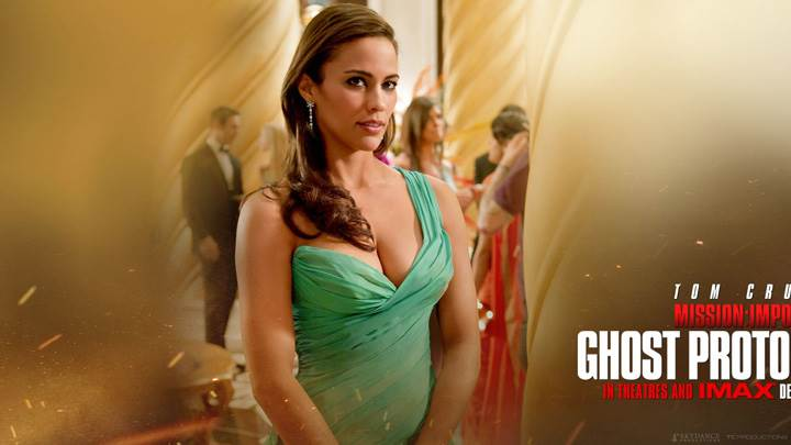 Paula Patton In Green Dress In Mission Impossible – Ghost Protocol