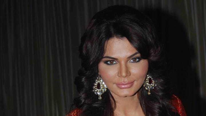 Rakhi Sawant Pink Lips Looking At Camera in Loot Movie