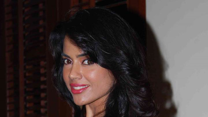 Sameera Reddy Red Lips Looking Side Face Closeup