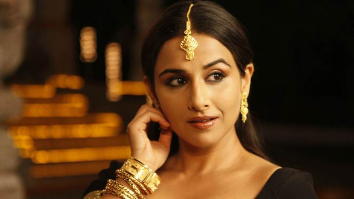 Vidya Balan Wearing Golden Jewellery In The Dirty