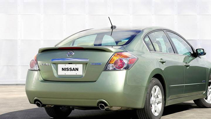 2008 Nissan Altima Hybrid In Green Back Pose