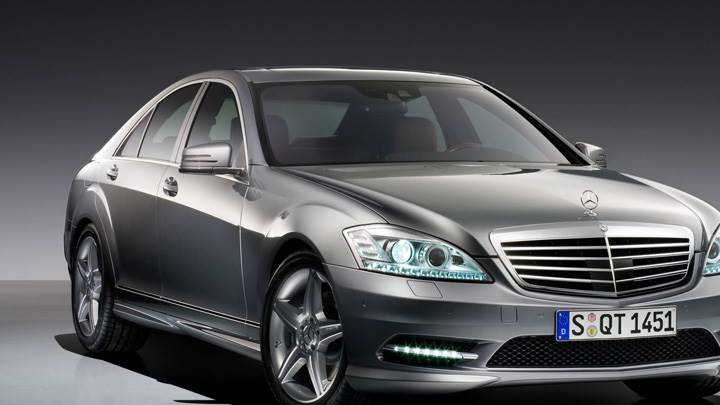 2009 Mercedes Benz S500 In Grey Front Pose