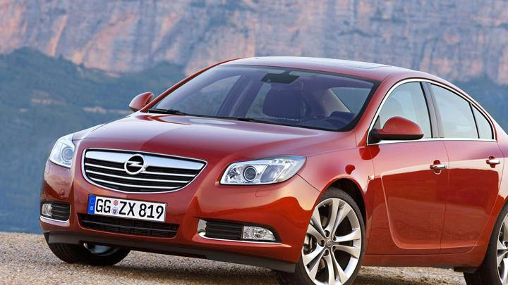 2009 Opel Insignia In Red Front Side Pose