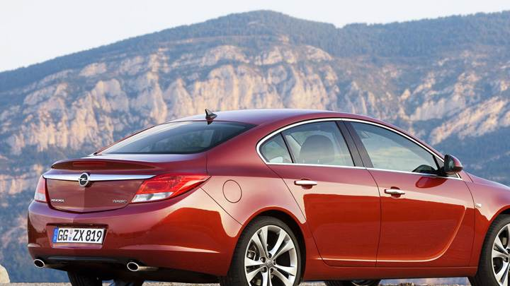 2009 Opel Insignia Side Pose Near Mountains
