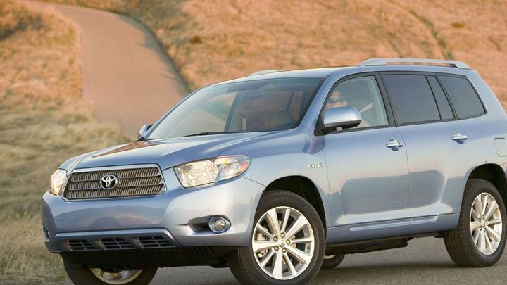 2009 Toyota Highlander Hybrid In Blue On Road