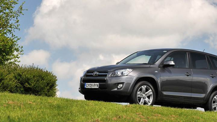 2009 Toyota RAV4 In Grey Side Pose in Green Park