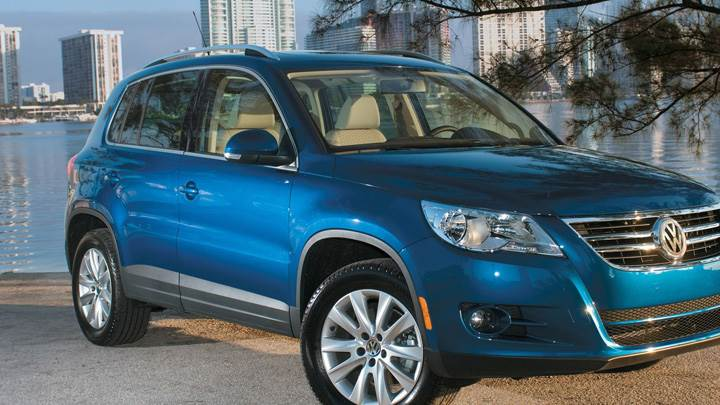 2009 Volkswagen Tiguan In Blue Near Lake