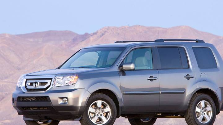 2010 Honda Pilot In Grey Near Mountains