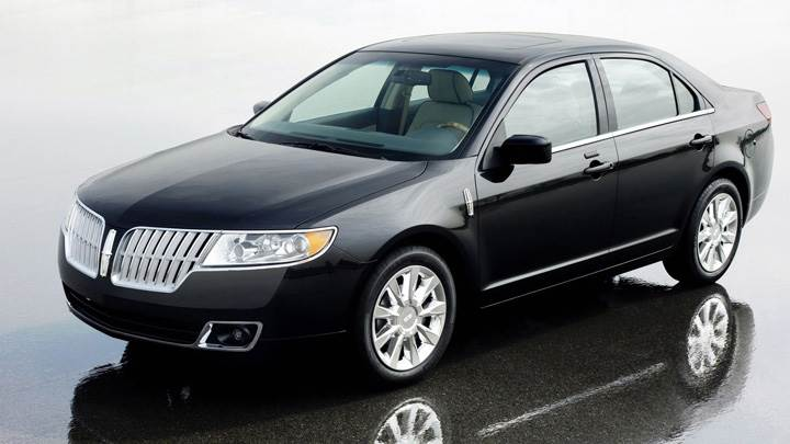 2010 Lincoln MKZ Side Front Pose In Black