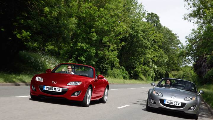 2010 Mazda MX-5 Miyako Running In Red Vs Grey