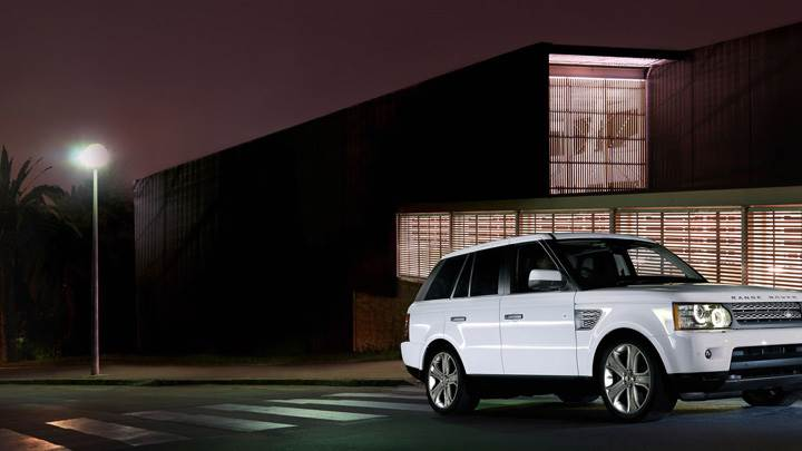 2010 Range Rover Sport White In Night Pose