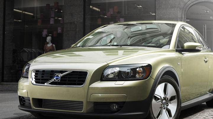 2010 Volvo C30 In Green Front Pose