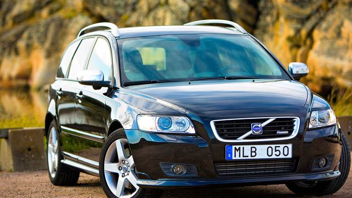 2010 Volvo V50 Front Side Pose In Black