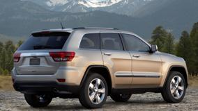 2011 Jeep Grand Cherokee Limited Side Pose Near Moutains