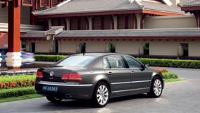 2011 Volkswagen Phaeton in Black Outside The House